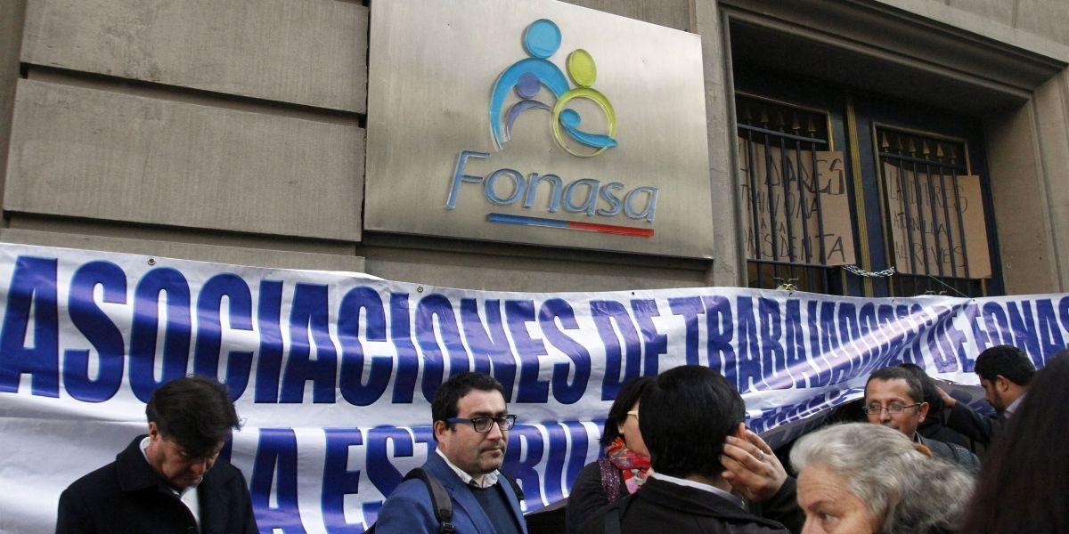 """Trabajadores de Fonasa iniciaron paro nacional """"ascendente"""" este viernes"""
