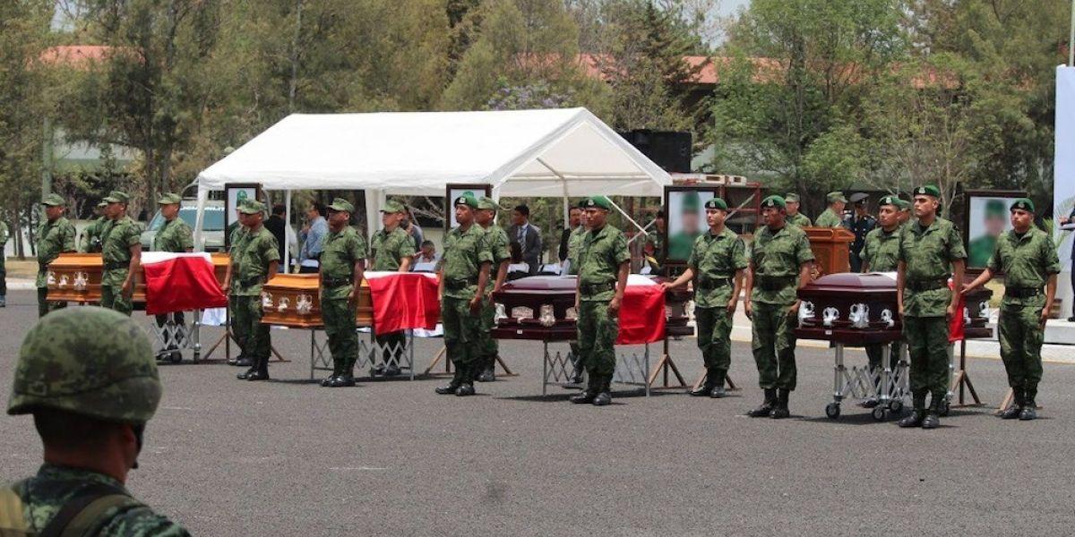 Homenajean a militares caídos en enfrentamiento con huachicoleros en Puebla