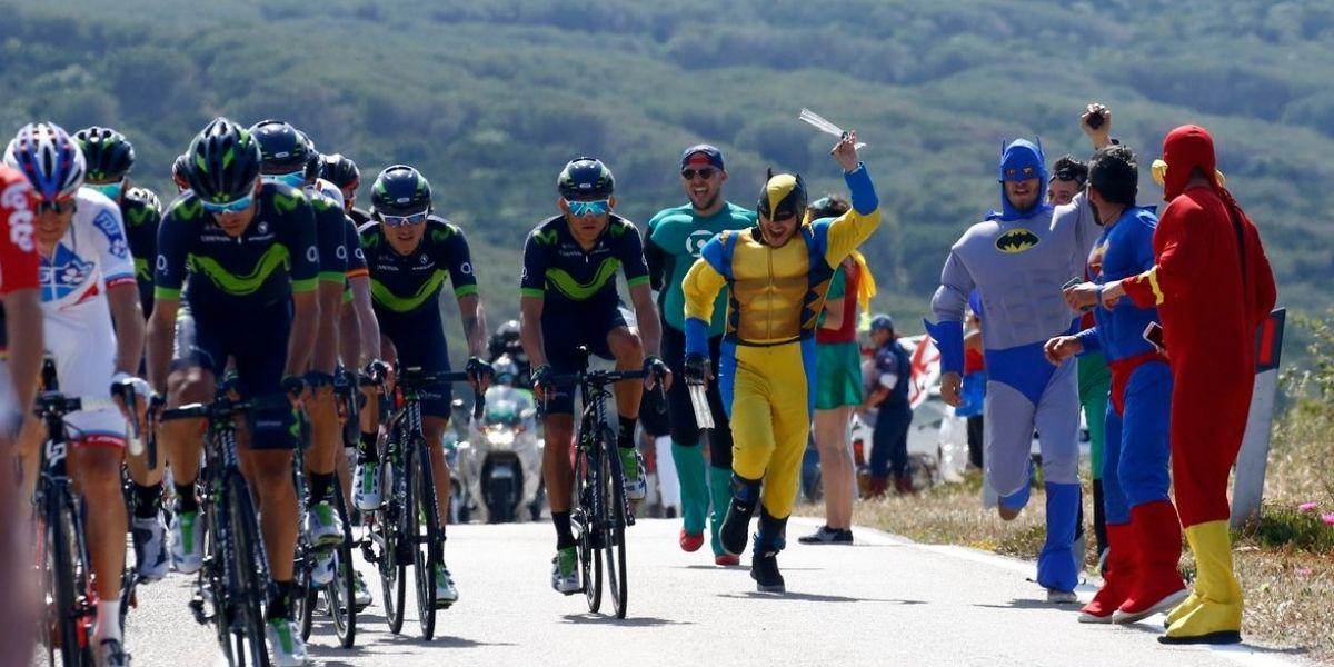Los superhéroes acompañaron a Nairomán en el primer día del Giro de Italia 2017