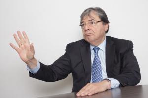 """Soy todo un demócrata"": Carlos Holmes Trujillo"