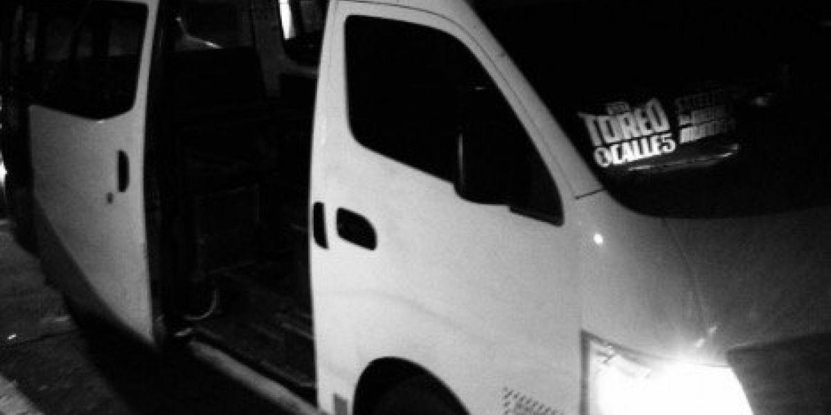 """Asalto en combi de Naucalpan deja 3 muertos, presuntos delincuentes y """"justiciero"""""""