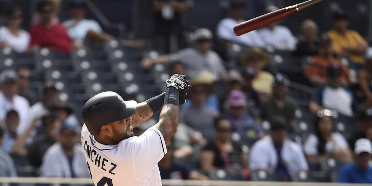 VIDEO: Bate golpea brutalmente a aficionada en la cabeza en juego de Padres