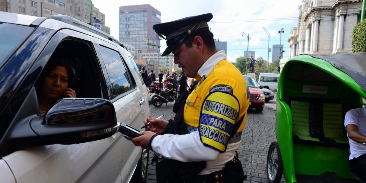 Viernes 5 de mayo: Hoy No Circula para autos con engomado azul