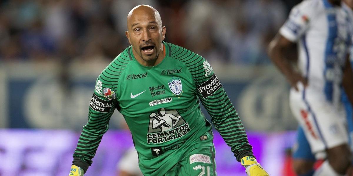 'Conejo' Pérez revela que en Cruz Azul ya no disfrutaba del futbol