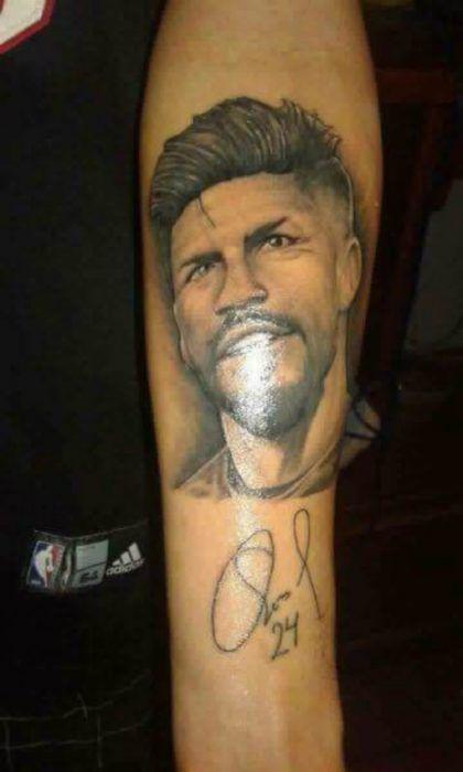 Aficionado se tatua el rostro de Oribe Peralta