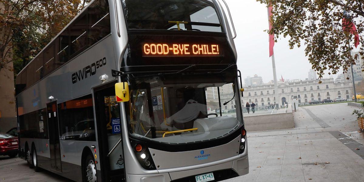 """""""Good Bye Chile – Gracias Totales"""": así fue la despedida del bus de dos pisos del Transantiago"""