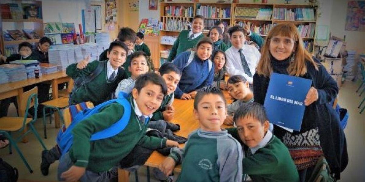 """Evo Morales celebra en Twitter que colegio de La Serena recibió el """"Libro del Mar"""""""