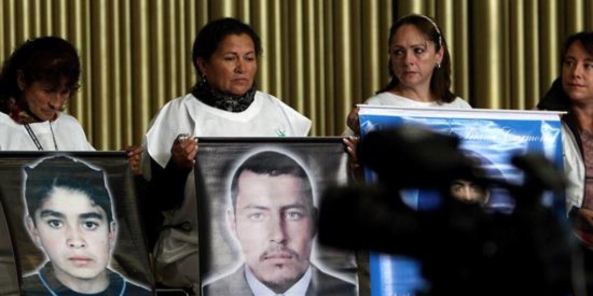 Revive polémica de Álvaro Uribe por falsos positivos: pidió perdón a madres de víctimas