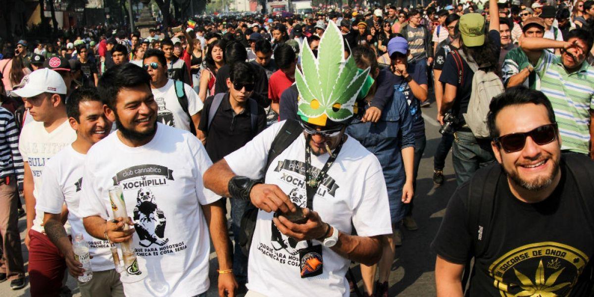 Miles marchan en la CDMX por la legalización de la marihuana