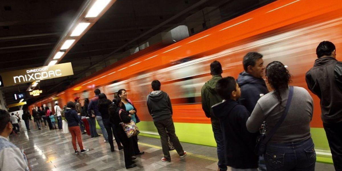 Mujer muere al caer a las vías del Metro Cuitláhuac