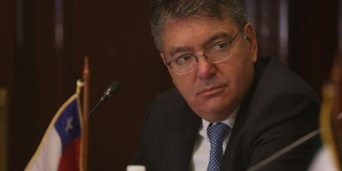 Ministro de Hacienda convoca a bajar precios de algunos servicios públicos