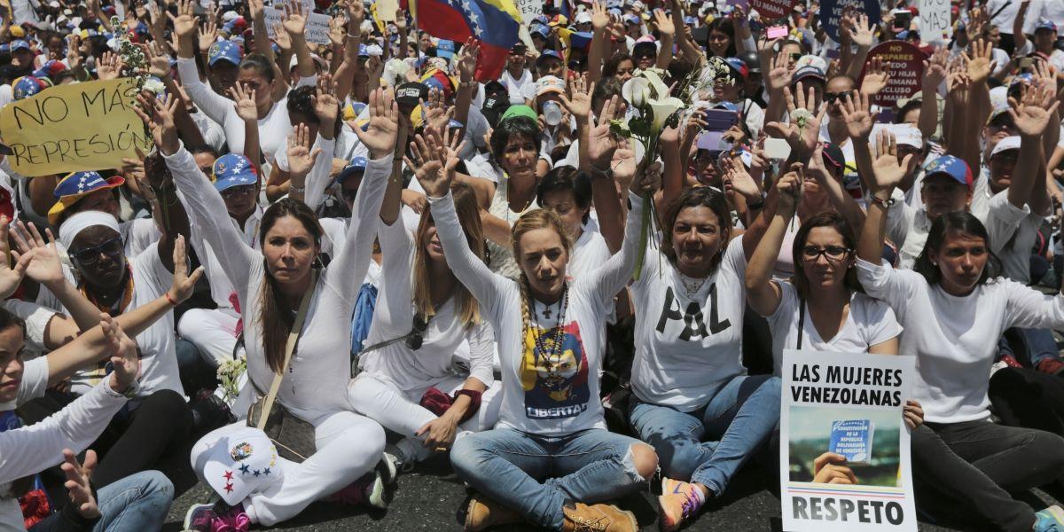 Miles de venezolanas marchan contra gobierno de Nicolás Maduro