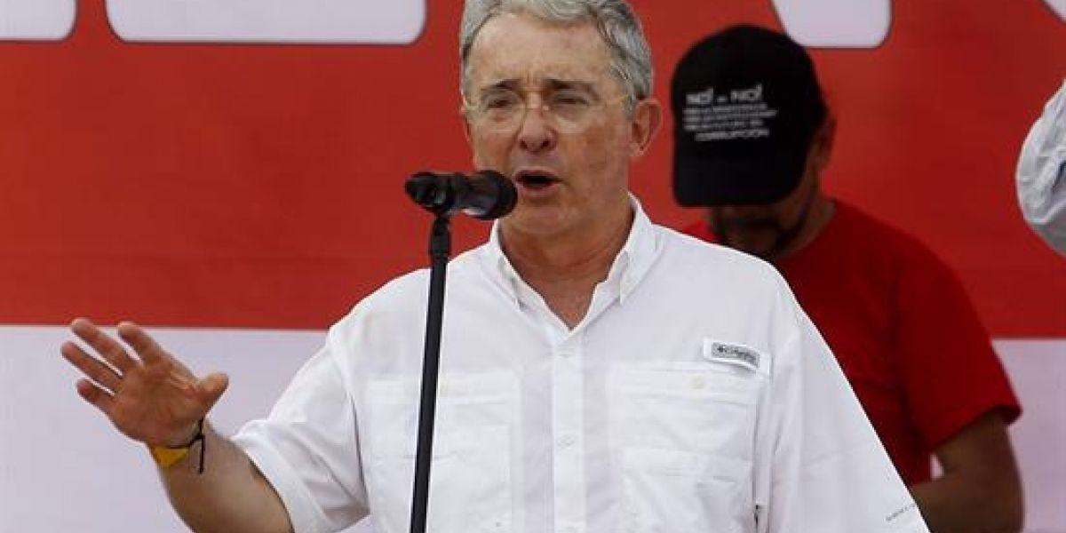 """""""Yo no quiero elevar la edad de pensión de la mujer"""": Álvaro Uribe V."""
