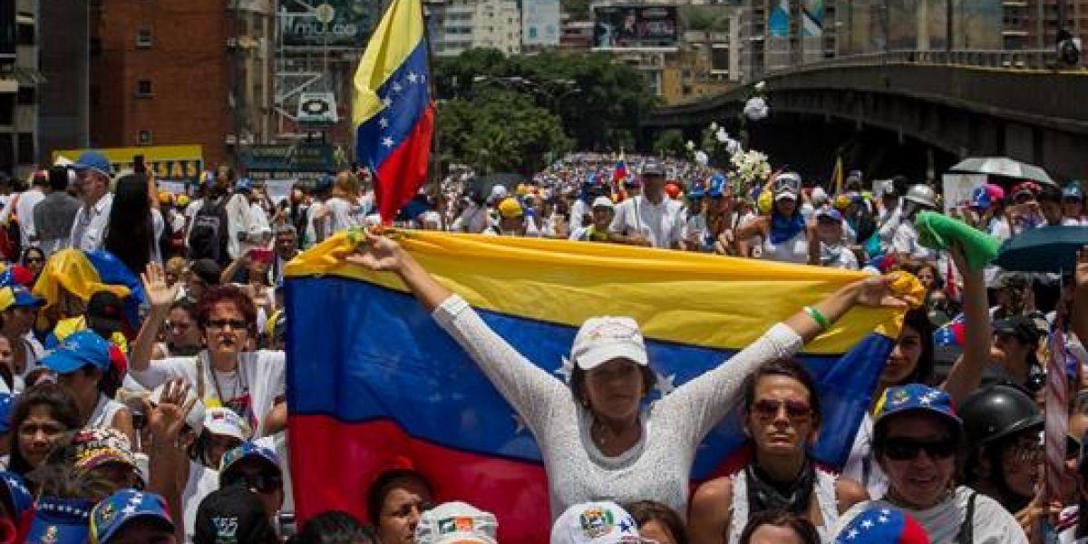 """Empresa que hizo recuento de votos en Venezuela denuncia hubo """"manipulación"""""""