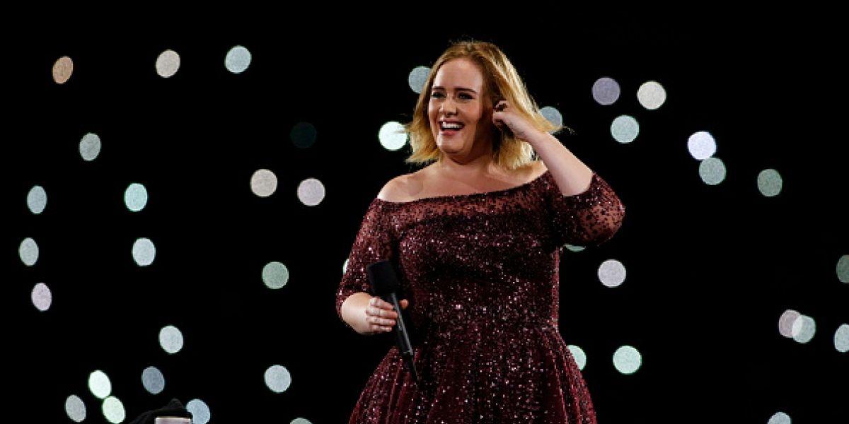 Captan nuevas fotos de Adele en leggins irreconocible y delgada
