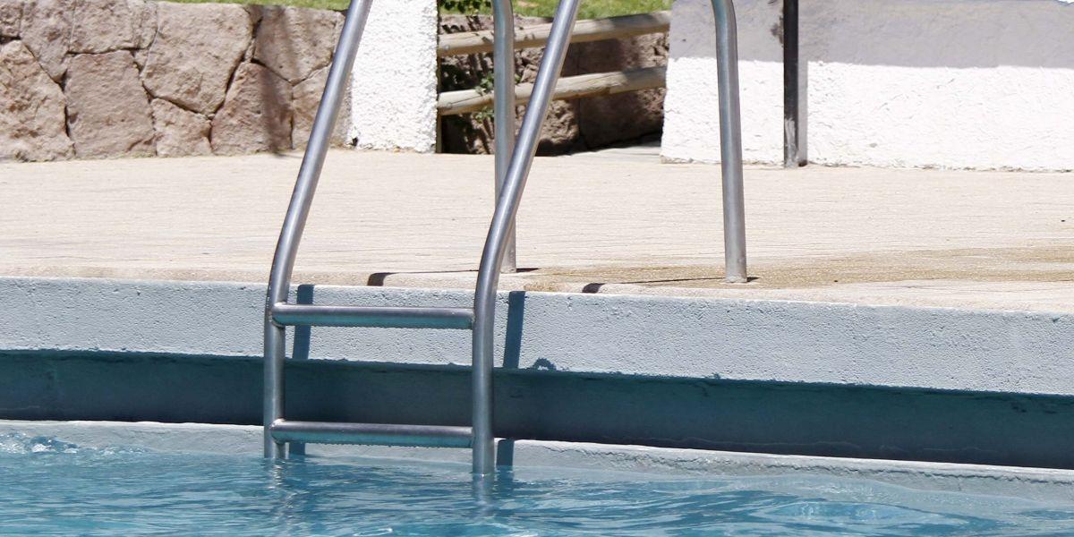 Niño de dos años en riesgo vital tras caer a una piscina en Isla de Maipo