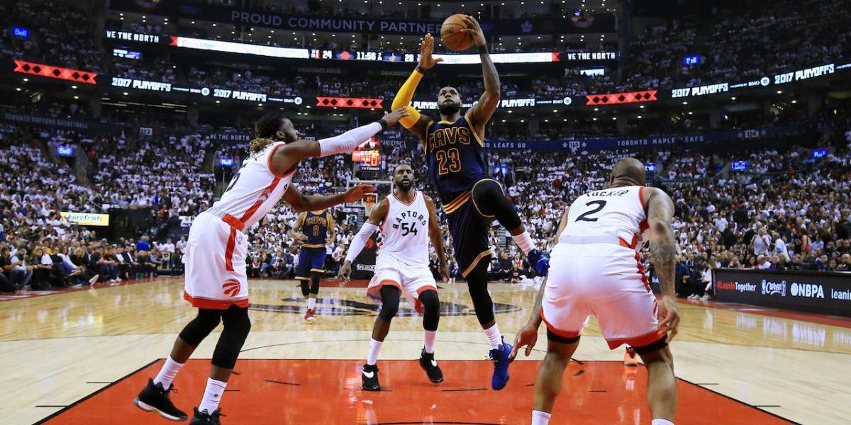 LeBron James y los Cavs completan barrida de los Raptors