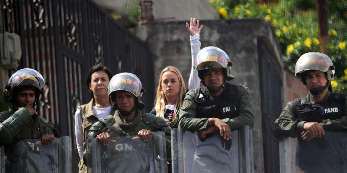 Venezuela: Lilian Tintori logra entrar a cárcel para ver al líder opositor Leopoldo López