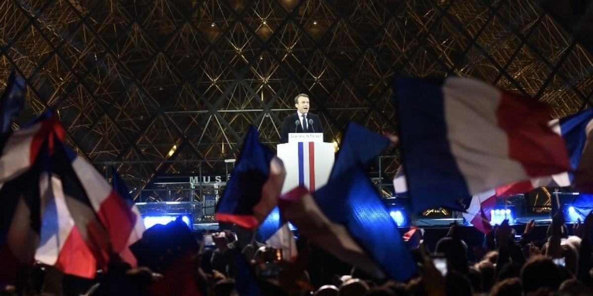 Francia: Macron llega al Louvre bajo los acordes del himno de la Unión Europea