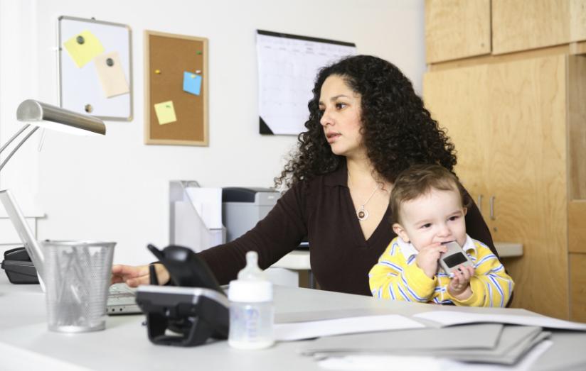 El 80% de mamás invierte en sus hijos y evita gastar en ella