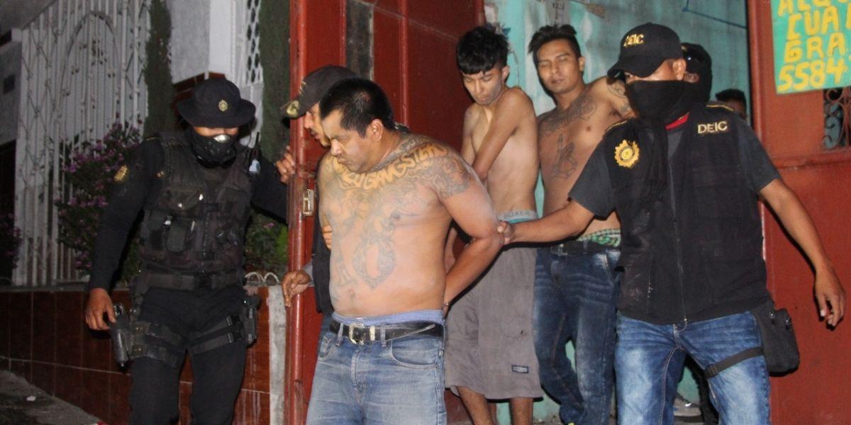 Policía sin identificar el cadáver en guarida de pandilleros