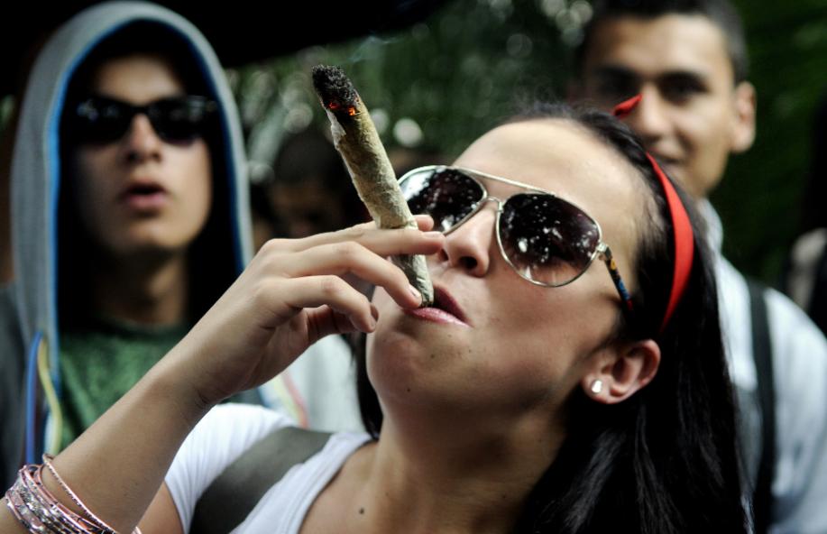 Marcha por la marihuana terminó en enfrentamientos entre manifestantes y el ESMAD