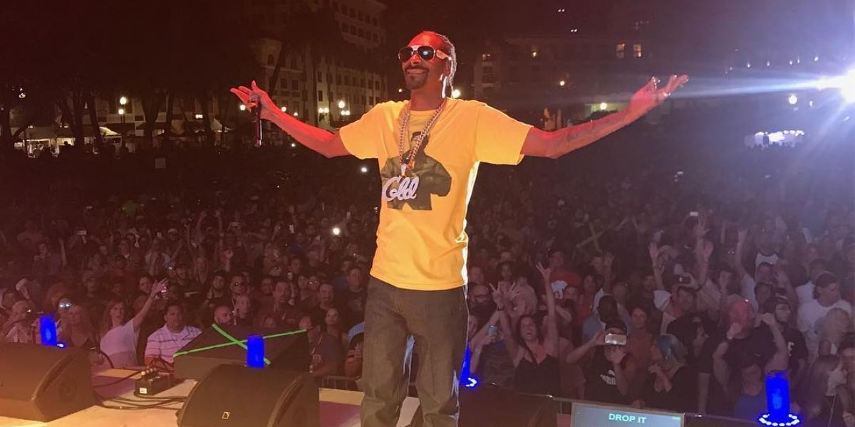 Snoop Dogg canta una canción de Jenni Rivera