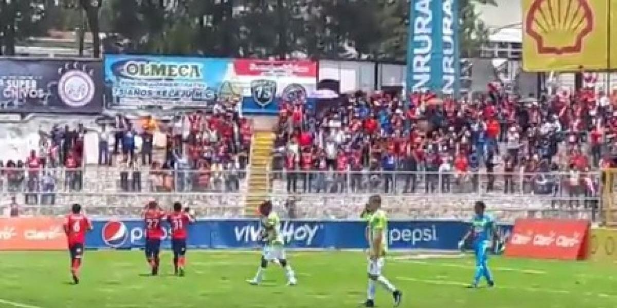 Aficionados muestran su descontento por derrota de Antigua GFC