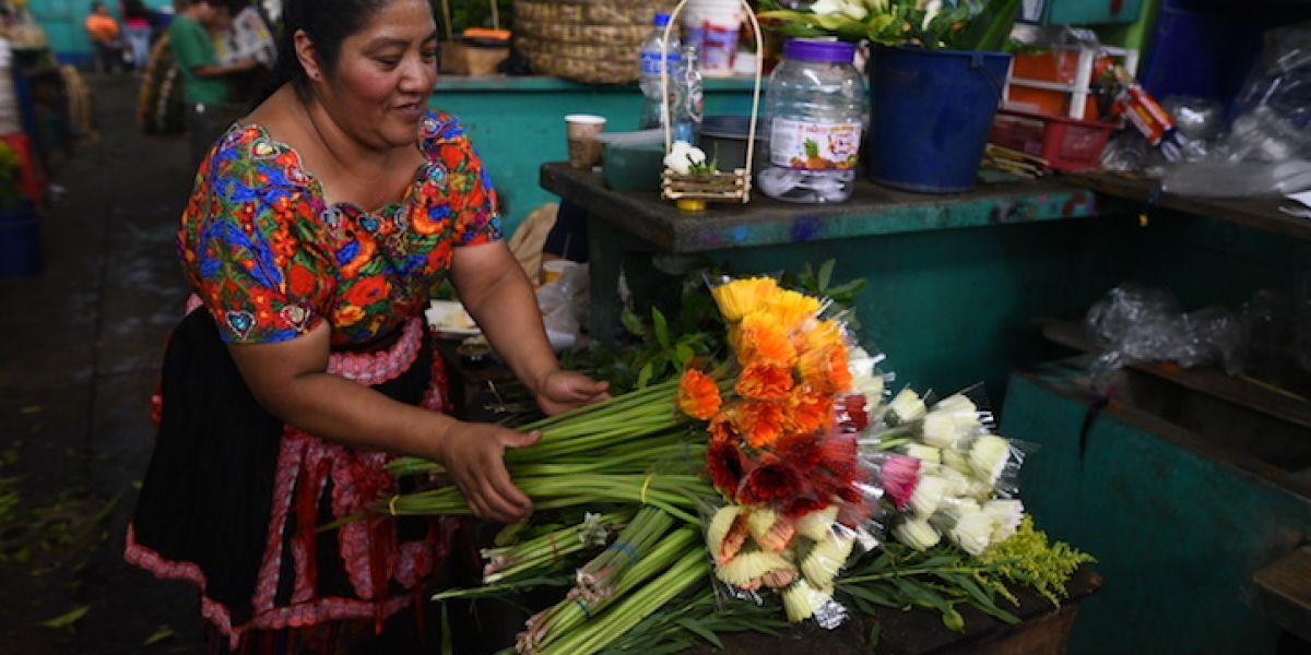 Cercano al Día de la madre, incrementan el precio de las flores