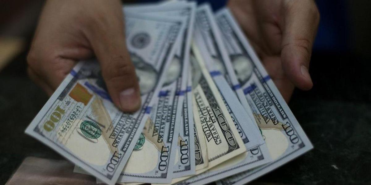 Dólar sigue intratable: se acerca a los $680