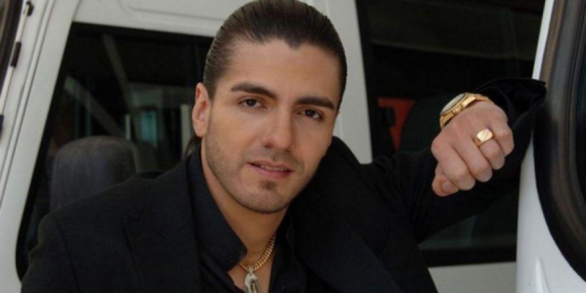 ¡Qué dolor! Reconocido actor colombiano entró caminando a Feria del Libro pero tuvo que salir en silla de ruedas