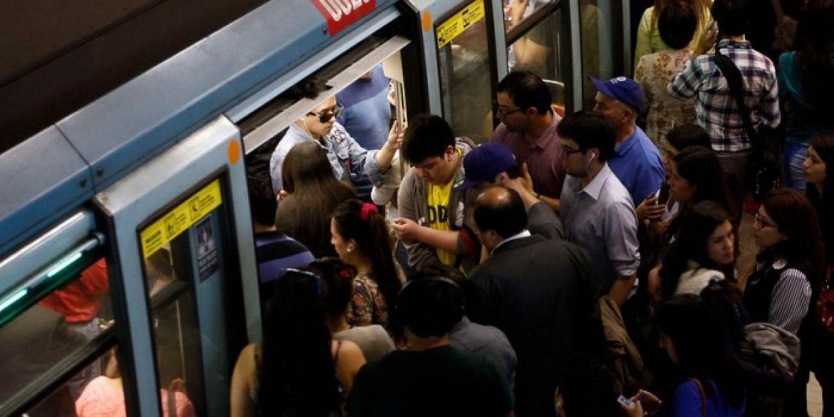 Usuarios del Metro desatan su furia en redes sociales por problemas en frecuencia de Línea 1