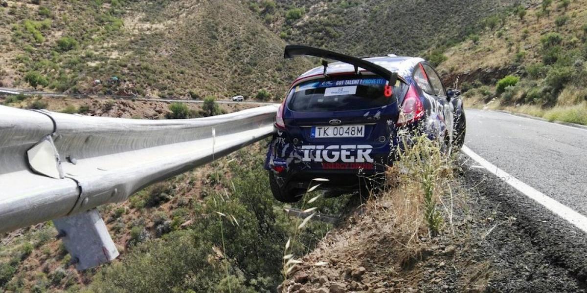 VIDEO: Barra de contención salva la vida de piloto de rally