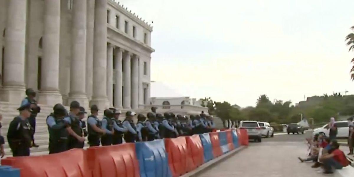 Protesta en el Capitolio con encapuchados