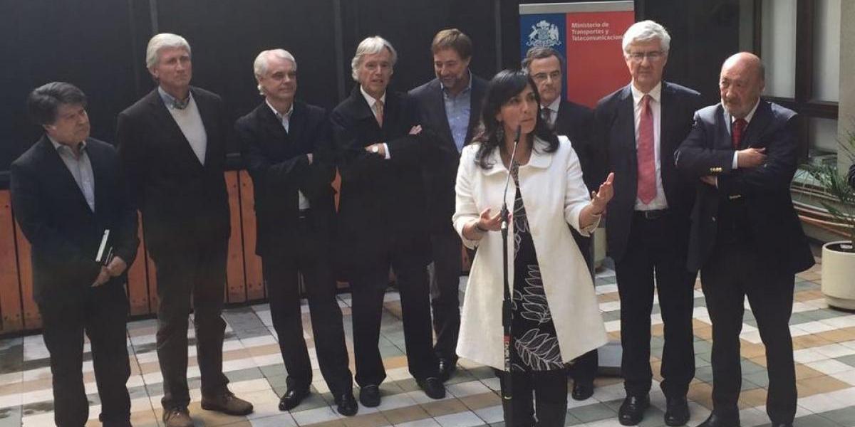 """Ex ministros de Piñera descartan posible """"muerte"""" del Transantiago"""