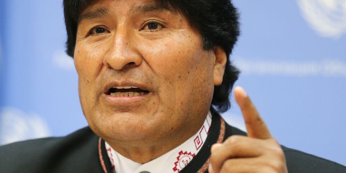 """Evo Morales da inicio a """"tuitazo mundial"""" por los 9 agentes detenidos en Chile"""