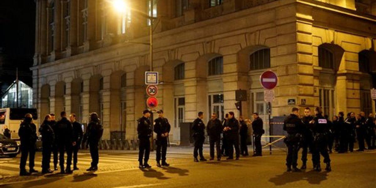 Policía francesa busca a 3 sospechosos de planear un ataque
