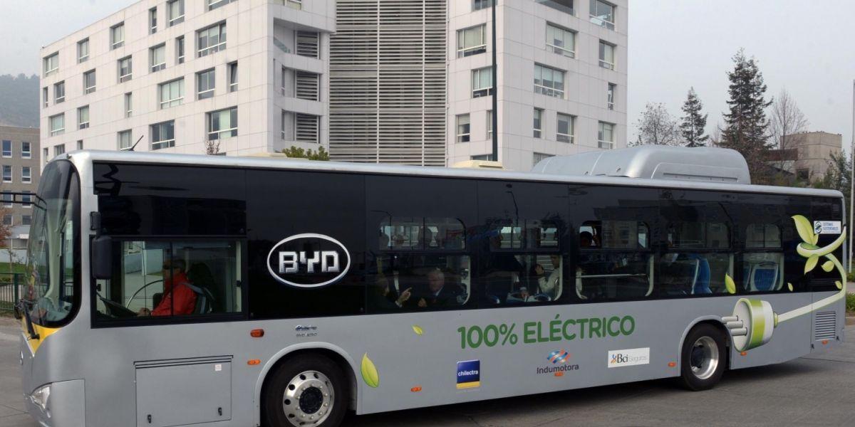 Expertos debaten sobre transporte público y uso de electricidad