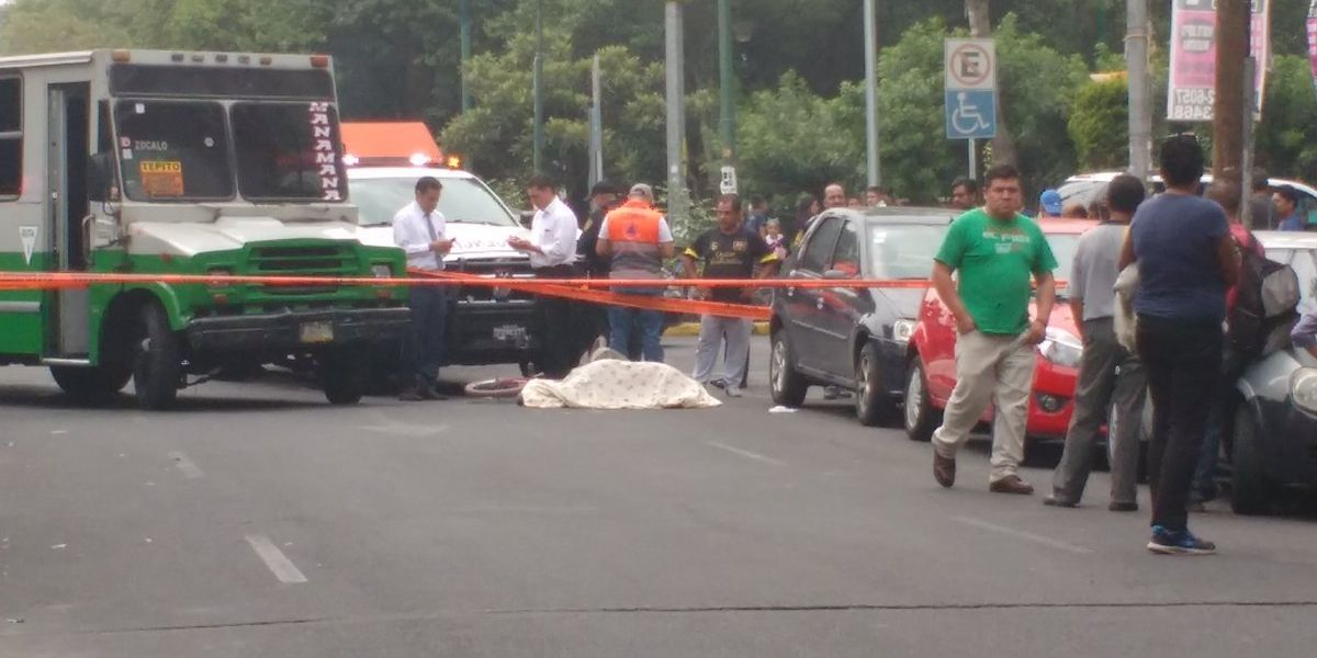 Microbús atropella y mata a ciclista en la colonia Álamos