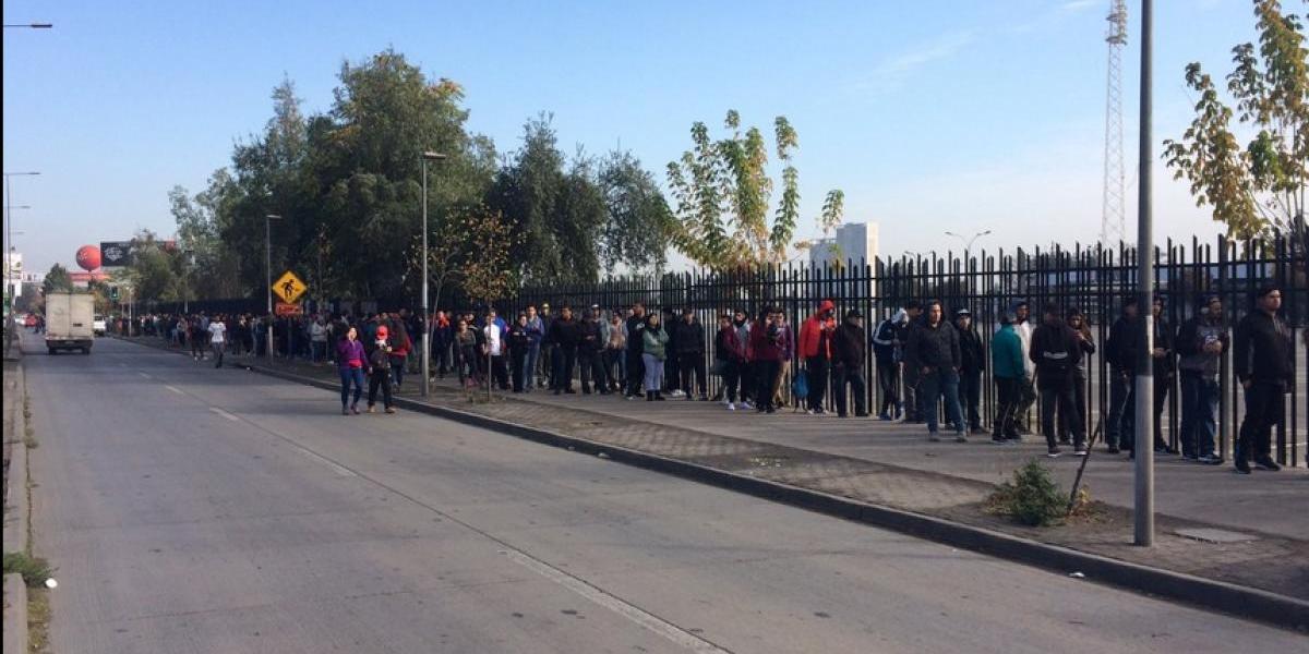 Página caída y largas filas en Macul: locura por una entrada para Colo Colo-Antofagasta