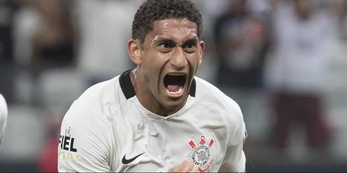 Corinthians sufrió baja de última hora para enfrentar a la U y ya proyecta una formación