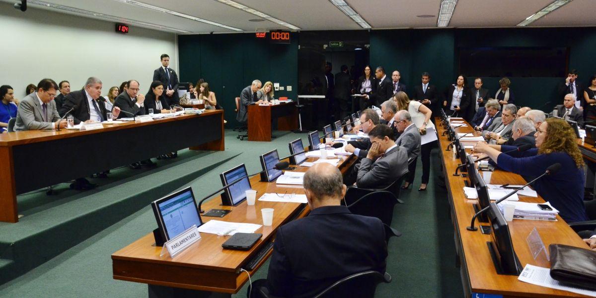 Comissão aprova PEC que impossibilita aborto; destaques precisam ser votados