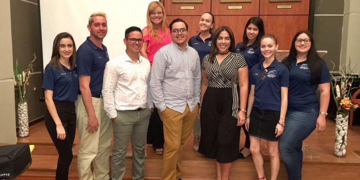 Universitarios comparten sus historias de desarrollo de negocios