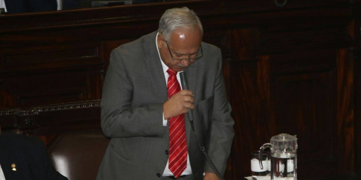 Entre presiones, diputado interpela a titular del CIV