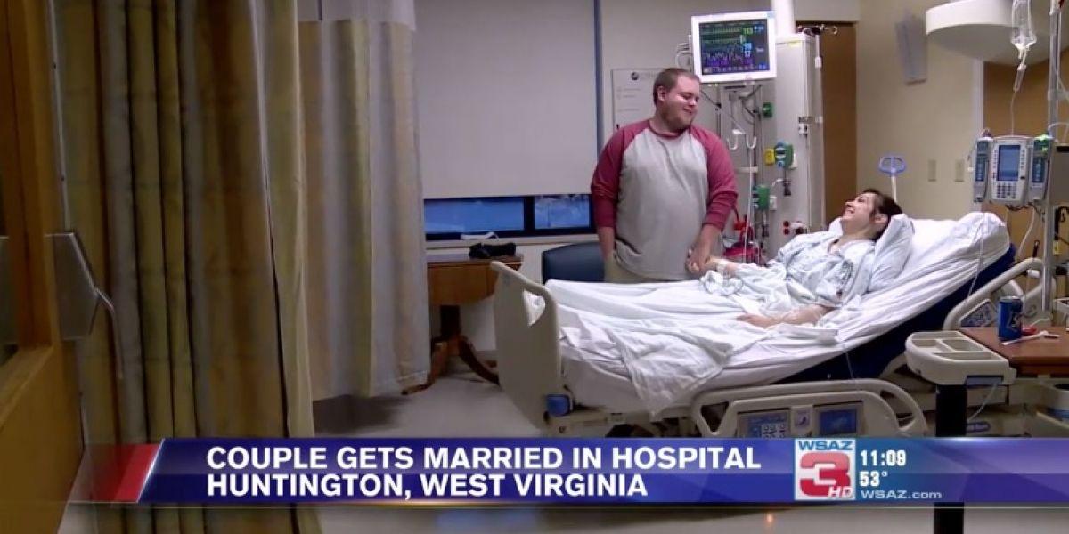 Novia se enferma el día de su boda y se casa en silla de ruedas y con el camisón del hospital