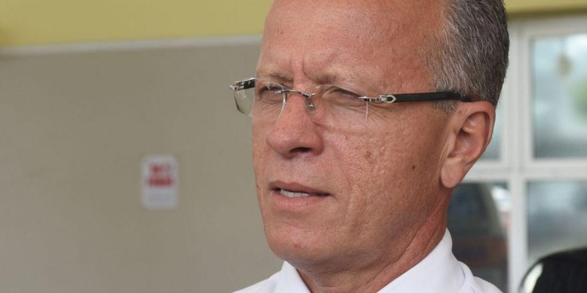 Alcalde de Cayey califica como atropello cierre de escuelas
