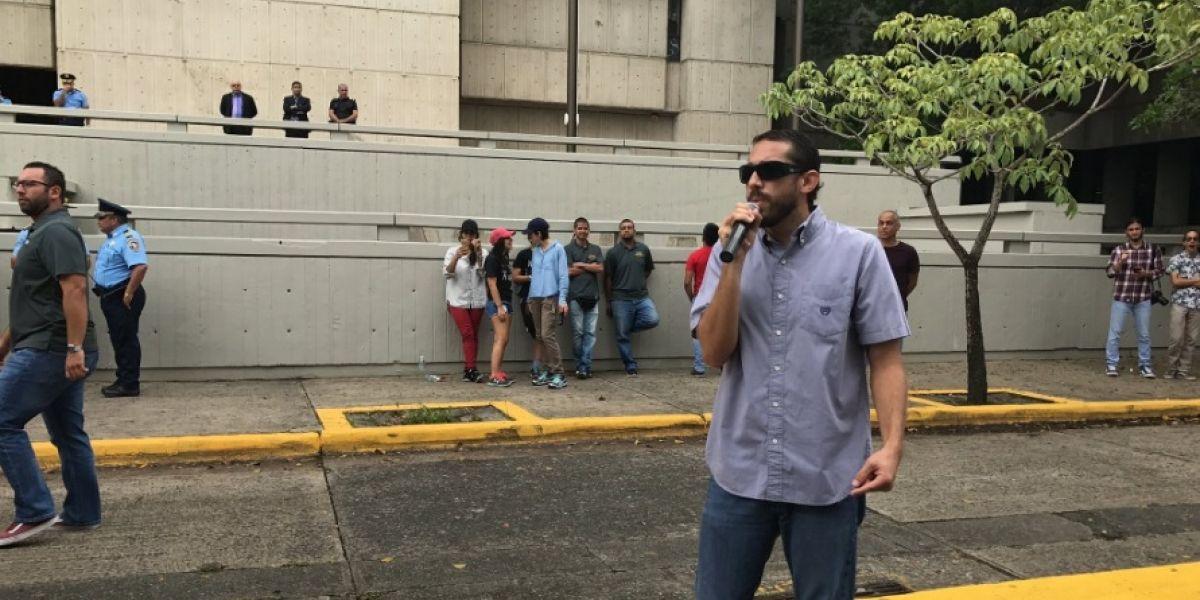 Protestan frente al Centro Judicial de San Juan