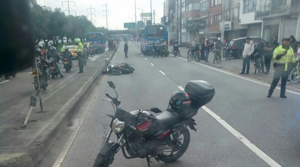 Motociclista murió tras chocar con un Sitp; caos vial en la carrera 68