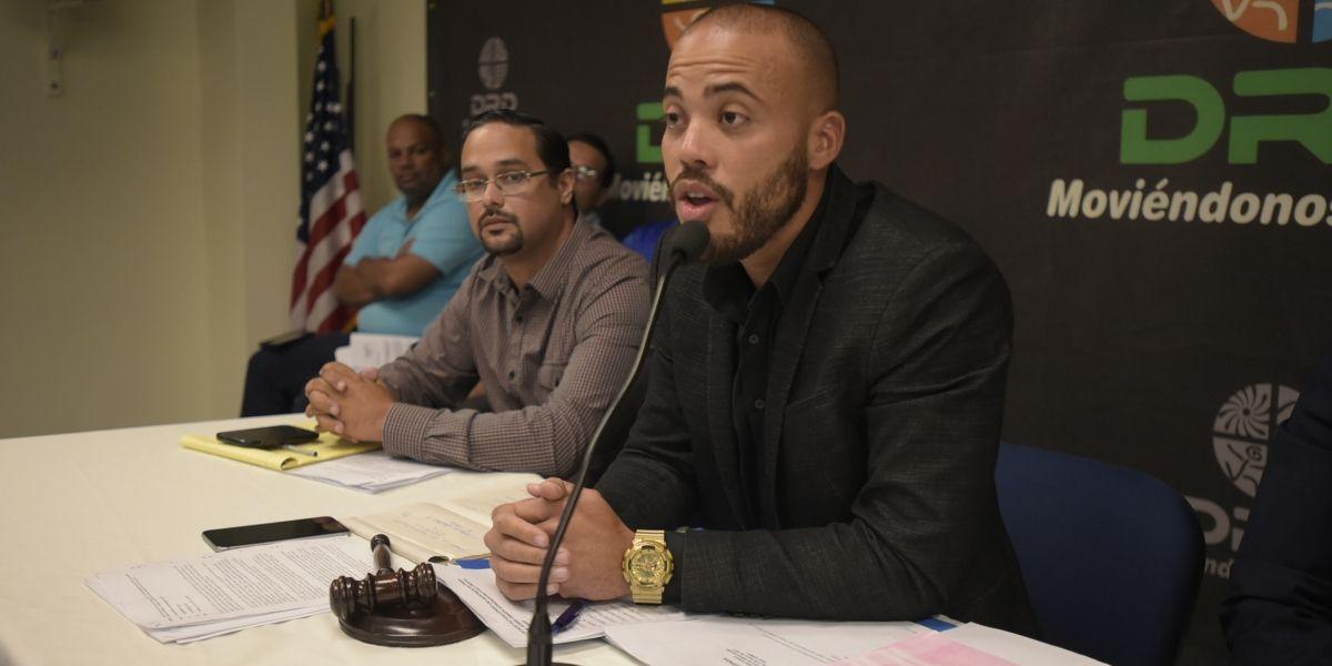 Secretario del DRD aprueba orden administrativa para deporte de gallos