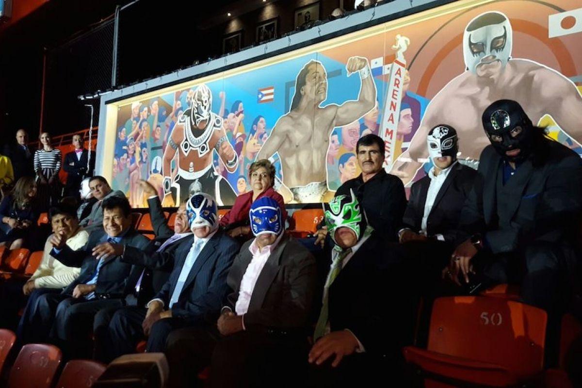 Leyendas de la lucha libre inauguran restaurante y mural for Mural metro u de chile